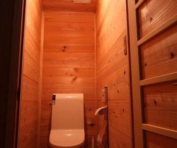 木の香りのトイレ